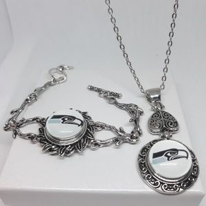 Seattle Seahawks Necklace Set